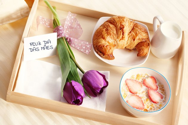 Bandeja de café da manhã para mãe