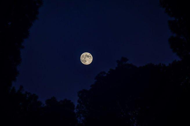 Imagen de la luna llena vista desde España