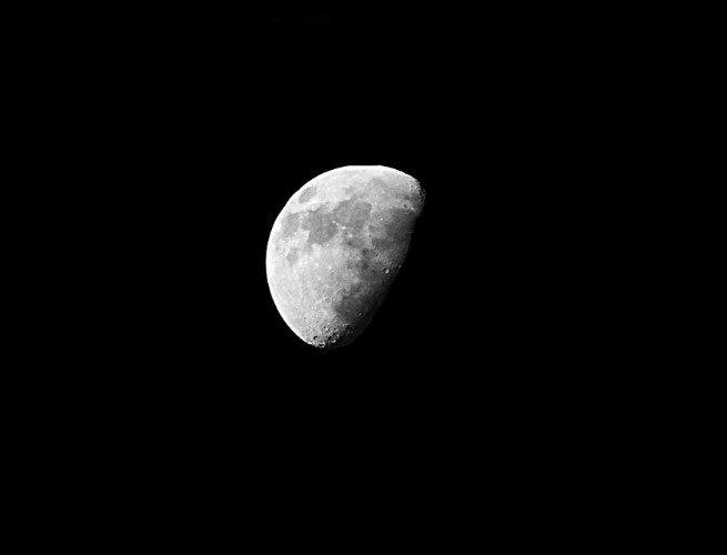 Luna en fase Menguante convexa