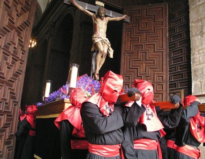 jueves santo capirotes espana