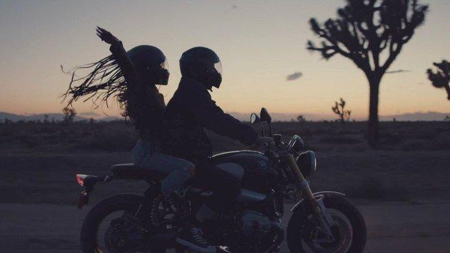passeio de mota