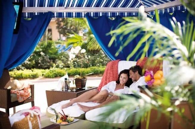 casal no hotel
