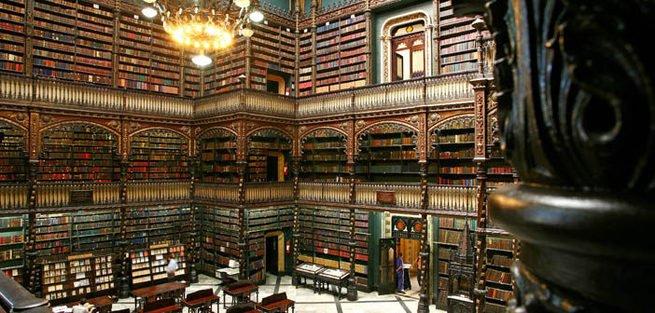 Foto do Real Gabinete Português de Leitura, no Rio de Janeiro