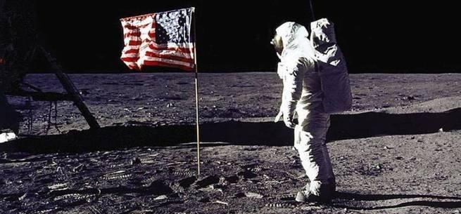 Bandeira dos EUA na Lua