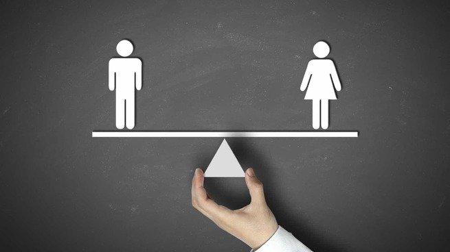 ícones de masculino e feminino em balança