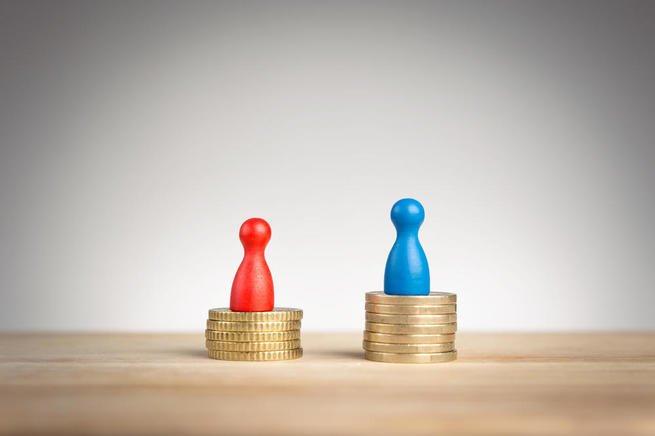 bonecos sobre moedas