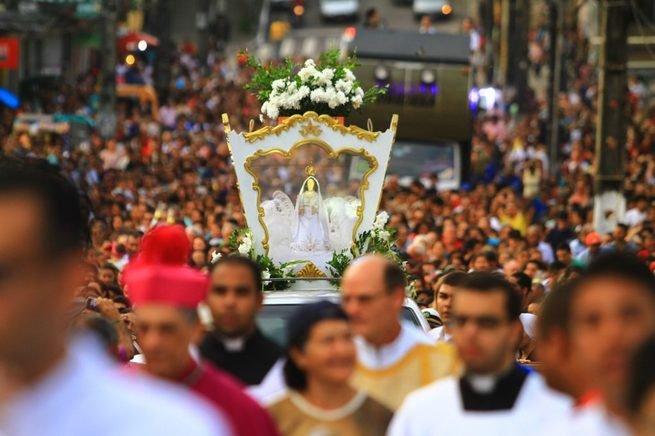 Procissão em honra a Nossa Senhora das Neves