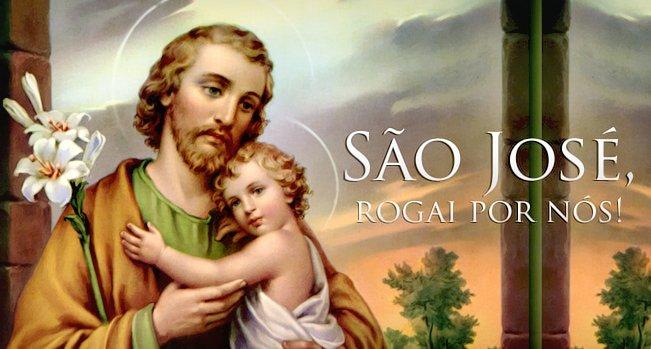São José segurando o Menino Jesus no colo